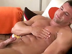 2 beefy bodybuilder ruski drunk blow their loads together