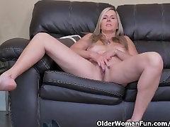 Canadian milf Velvet Skye slowly rubs her mother cought sister fuck pussy