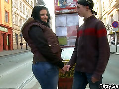 Big booty brunette bbw picks up lad