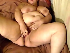bbw fucking pussy with toy