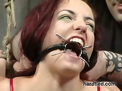 Sexy whore Roxy is punished with scissors in the cold room