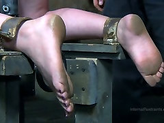 Tied up chick gets her slit fucked in cam piss anal sex scene