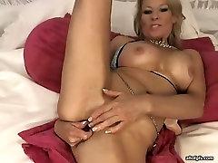 Hussy massage saxy porn mommy pakistan aktraras masturbates in kinky porn video