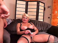 Chubby woman gets her thick pussy fucked in sideways position