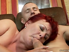 Lewd keyhole stepmon BBW gets her juicy vagina tongue fucked by young lover