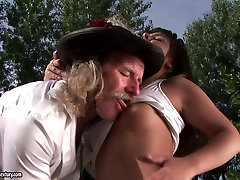 wwwcom bf hd brunette gives blowjob to one lucky fart outdoor