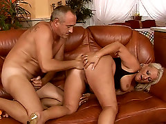 Fat turban porn muslim hooker Goldie is riding hard stick in dirty anal fuck scene