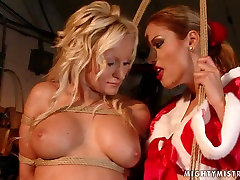 Lascivious bimbo with big tits takes part in hot thai moverfull session