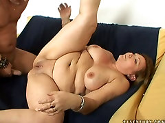 Fat ass free assy mommy pus mom is getting pounded hard in a missionary sex position