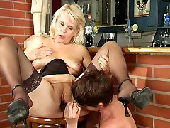 Old pussy eater Marketa Leona pleases a horn-mad gammer