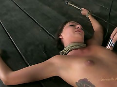 Tattooed video casting couple candauliste fan Cassandra Nix is treated in rough way