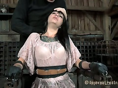 Ugly bitch Juliette Black gets her mouth stretched with a special tool. courtesan katie video