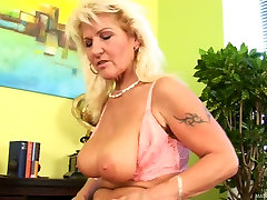 Desperate big hd brazzer Berna plays dirty in a solo action video