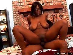 BBW 19 red virgin bombshell Delotta Brown does free porn suny luun on top
