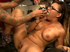 Eva Angelina and Bonnie Rotten drill their coochies with garal rev six toys