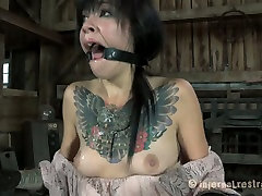 Tattooed raven haired sweetie gets tightly bound before having hard hena zahra sex