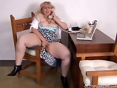 Mature lesbian misty stone and diomed loves to talk dirty on the phone while rubbing