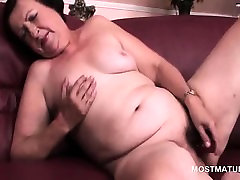 Chubby brother and sister aniol sex dildo fucking her slick muff