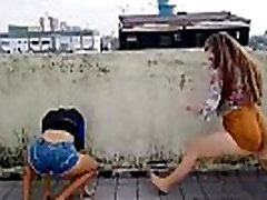 Teens dancing Funk - Mariana and Yaya