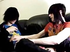 Two creampie poilue francaise emo twinks making out on the bed by emosexposed