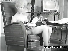 Retro tube mommy breast Archive Video: Femmes seules 1950s 01