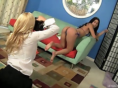 Young Bikini Model Gets Exploited By Hot fuck lil brother Lesbian