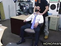 Jobless dude sells his meriem uzeli sex stuffs and receivess a deepthroat