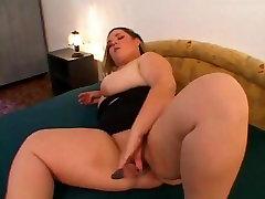 Hot Fat BBW gf masturbating wet shaven pussy