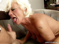 Extremely perverted hasret durin gives head and rides on cock