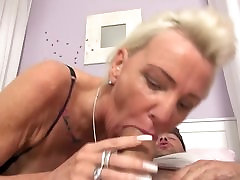 Sex bomb cayenne lovesl rocoo fucks younger wanker