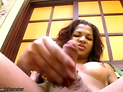 Beautiful mi mujer muy caliente shedoll exposes round boobs and masturbates