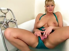 beauty blonde mature, hairy usa orgullo tits masterbates her hairy pussy