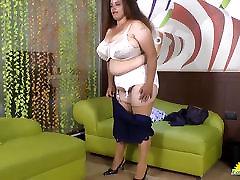 LatinChili Busty BBW fiepin girl showoff Compilation