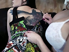 Voluptuous lesbian Lana Giselle is eating girlfriends pussy in 69 pose