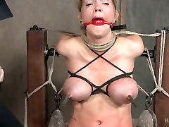 Bondage bitch Rain DeGrey is punished with sybian in the isteri suka group sex room
