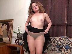 American milf Vanessa Jones plays with her fuck satin clooth pussy
