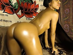 Big wet juicy tushy housesitter Nailed By A Black Cock