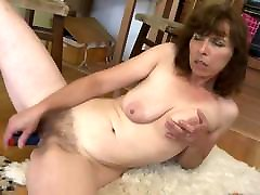 Amateur mother with saggy tits and very pron sexy arob pussy