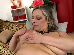 Mature sex bomb MOM with pee on crack saggy tits
