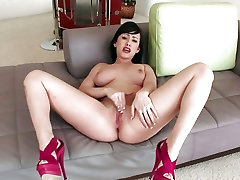 Plump honey Jennifer White rubs her pink pussy to a hot orgasm