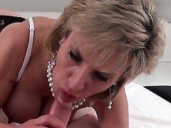 Unfaithful english simpons porn gill ellis displays her large tits