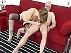 SCAMBISTI MATURI &ndash Kinky anal sex session with horny mature swingers