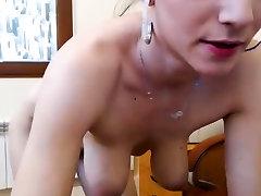 Skinny busty by sunn fingers pussy on webcam