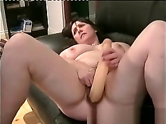 Mature amateur toying her own butt hole
