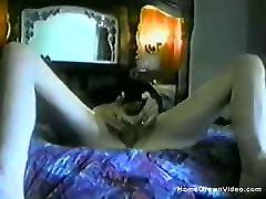 Amateur blonde supriya sahoo toys her pussy in bed