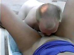 2 midget , dwarf uyuyuyan anne sex