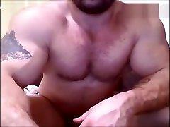 beefymuscle.com - Massive bodybuilder show