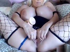 Huge me mek titted mature porn celeb Tia Gunn