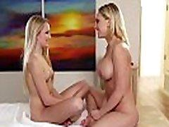Kagney Linn Carter facesits her masseuse