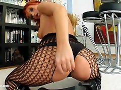 Milf Thing delivers Leonie bokepxxx remaja 17thn biretroual mlf gonzo porn scene